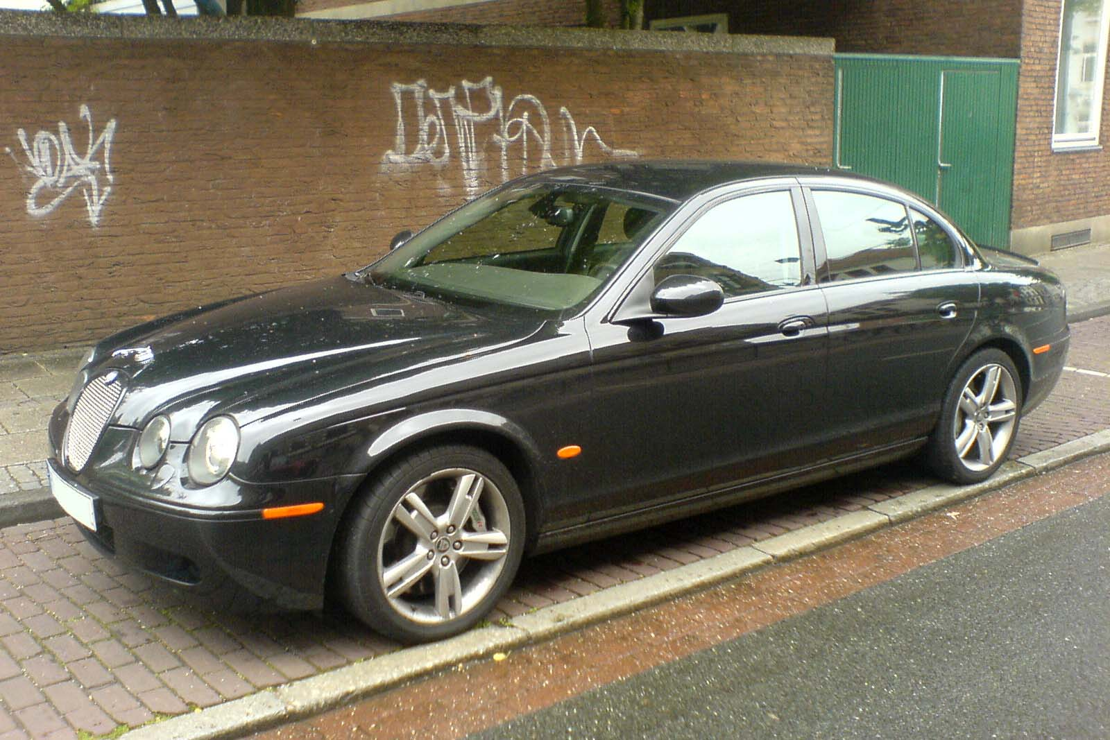 Jaguar 4.2 photo - 2