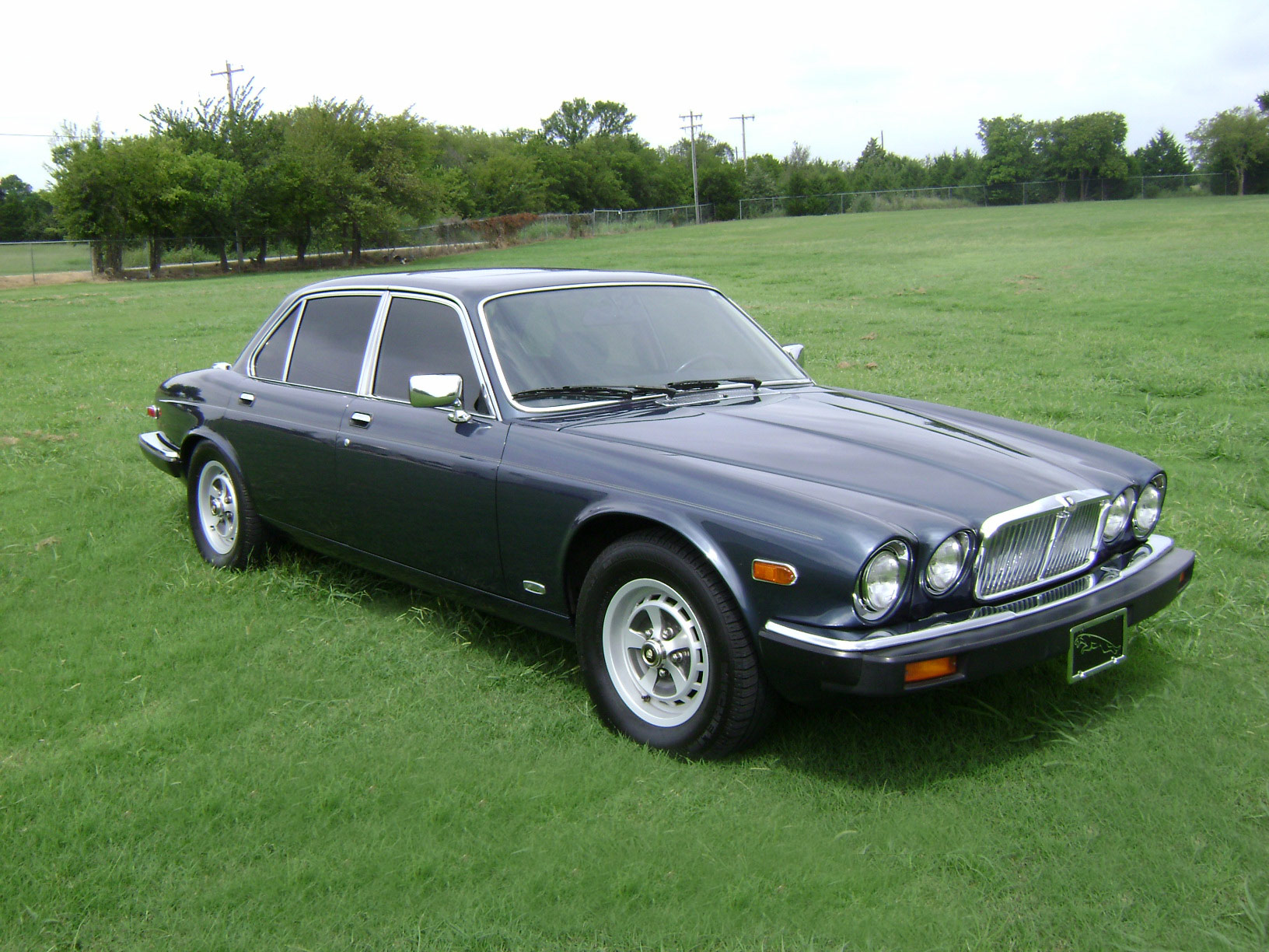 Jaguar xj-6 photo - 1