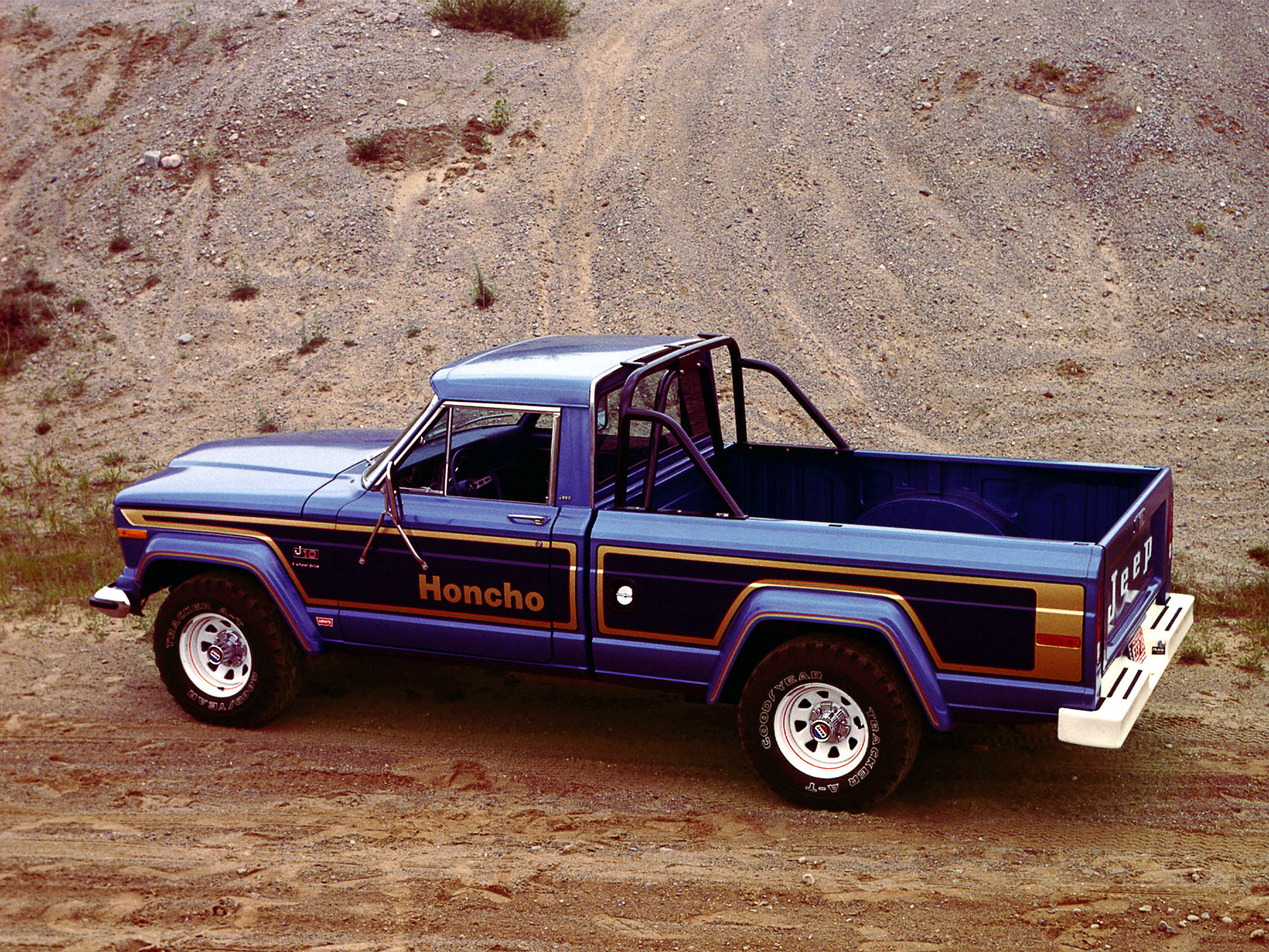 Jeep j-series photo - 3