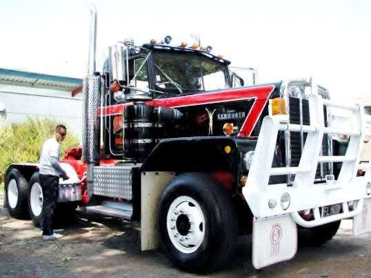 Kenworth 923 photo - 1