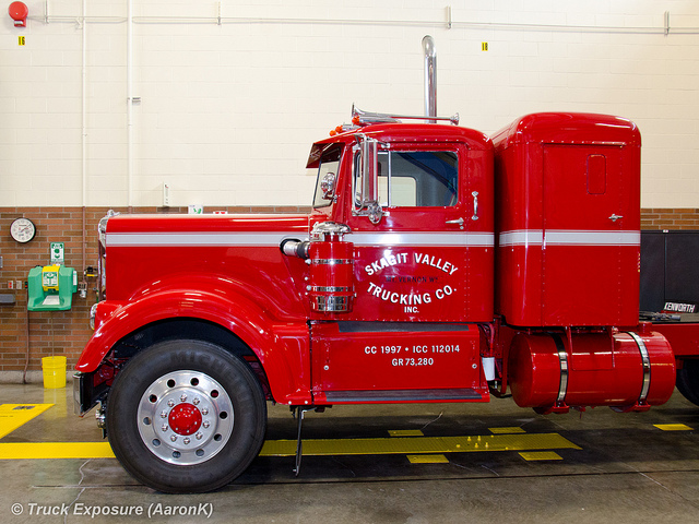 Kenworth 923 photo - 2