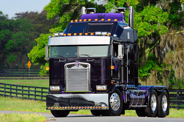 Kenworth aerodyne photo - 1