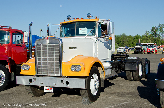 Kenworth w-923 photo - 3