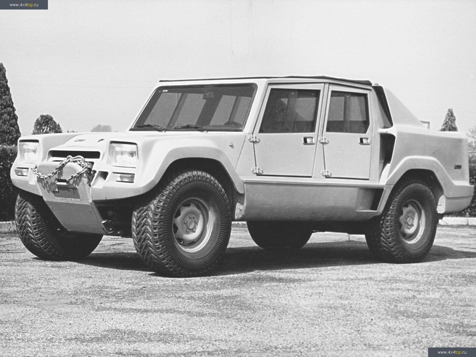 Lamborghini lm-001 photo - 2
