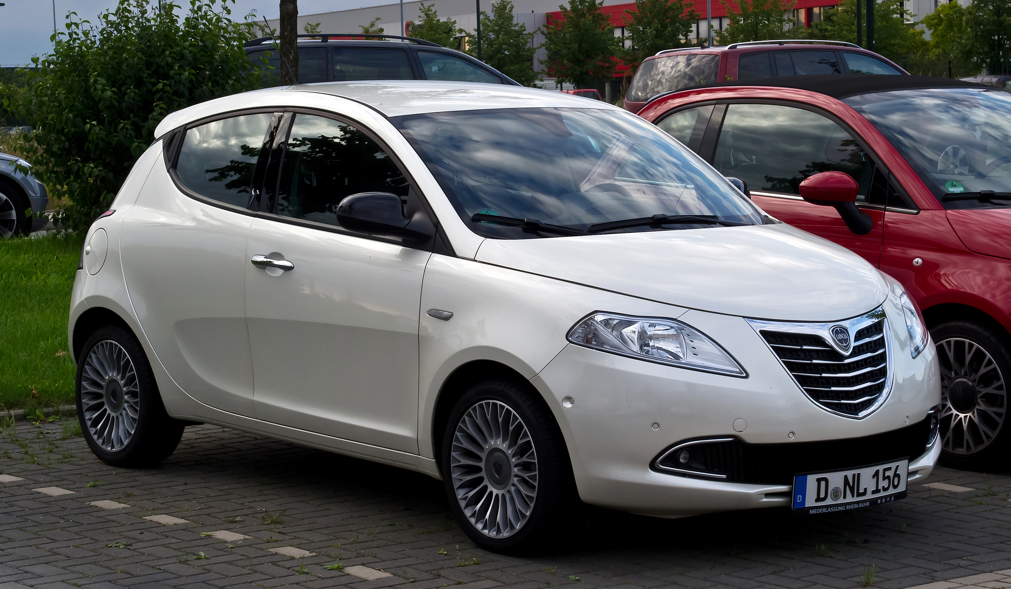 Lancia ypsilon photo - 2