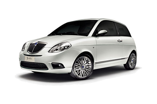 Lancia ypsilon photo - 3