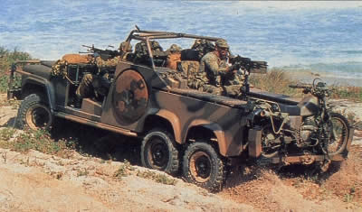 Land-rover perentie photo - 2