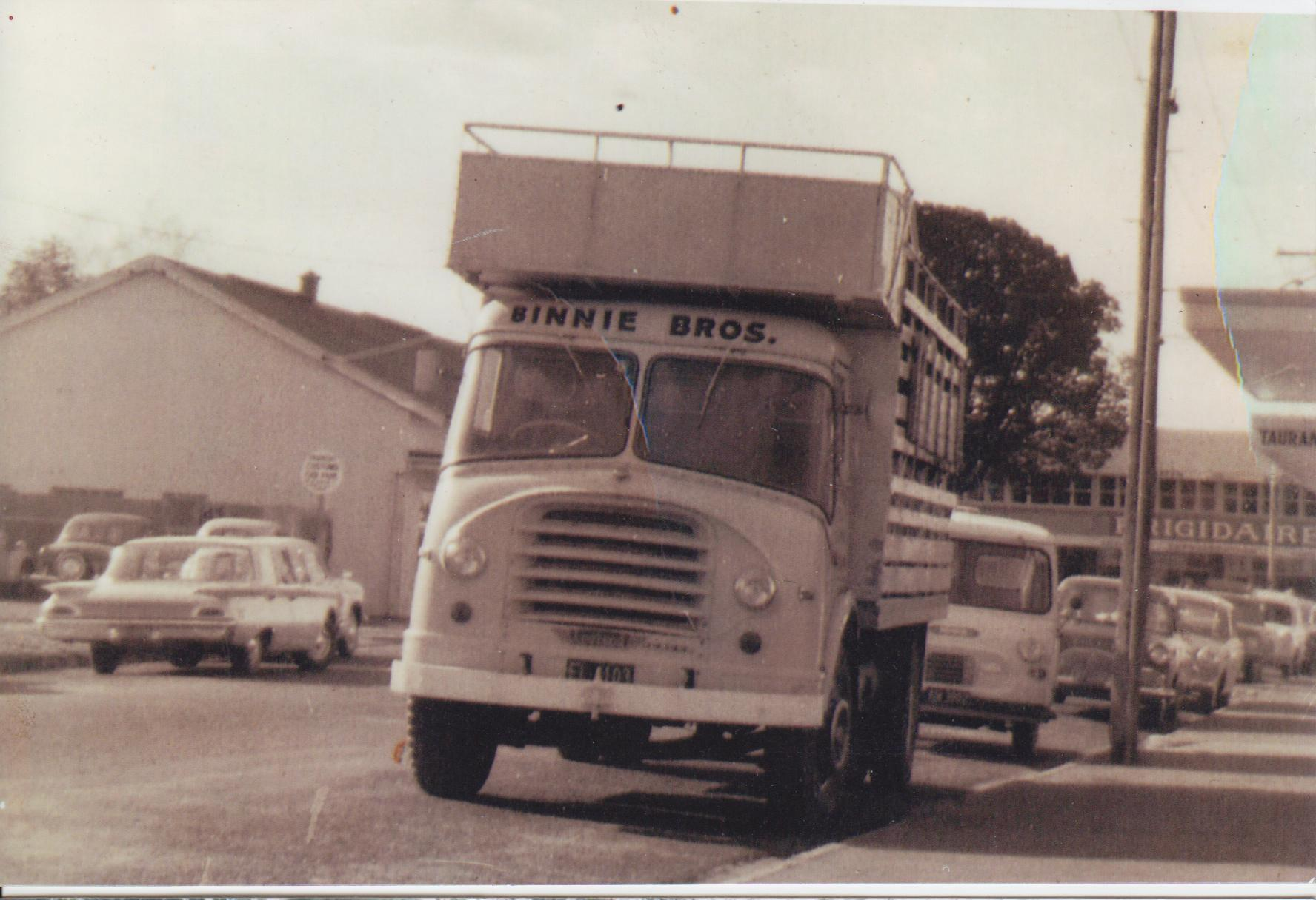 Leyland freighter photo - 1
