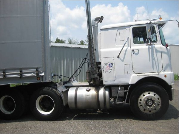 Mack cabover photo - 4
