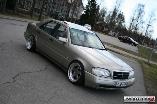 Mercedes-benz 220d photo - 4