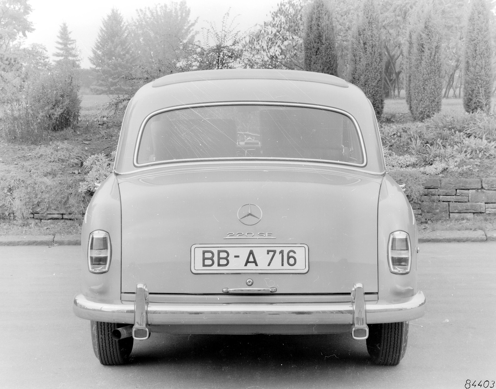 Mercedes-benz 220se photo - 2