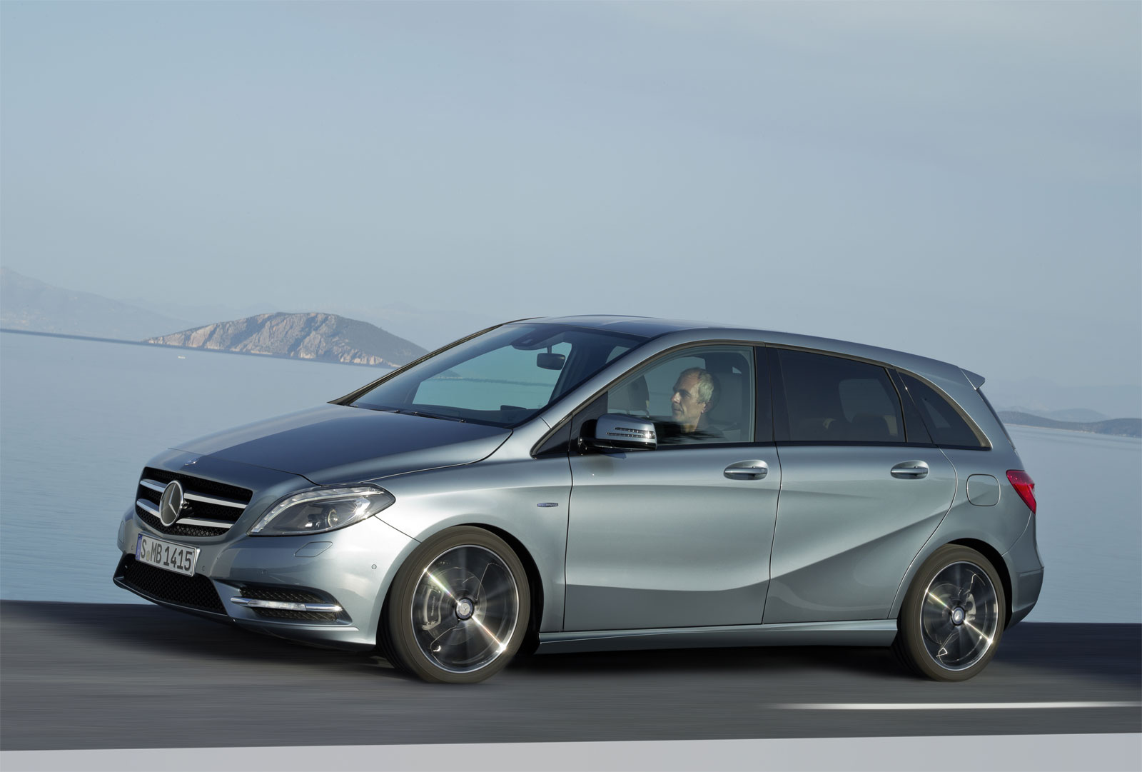 Mercedes-benz b200 photo - 3