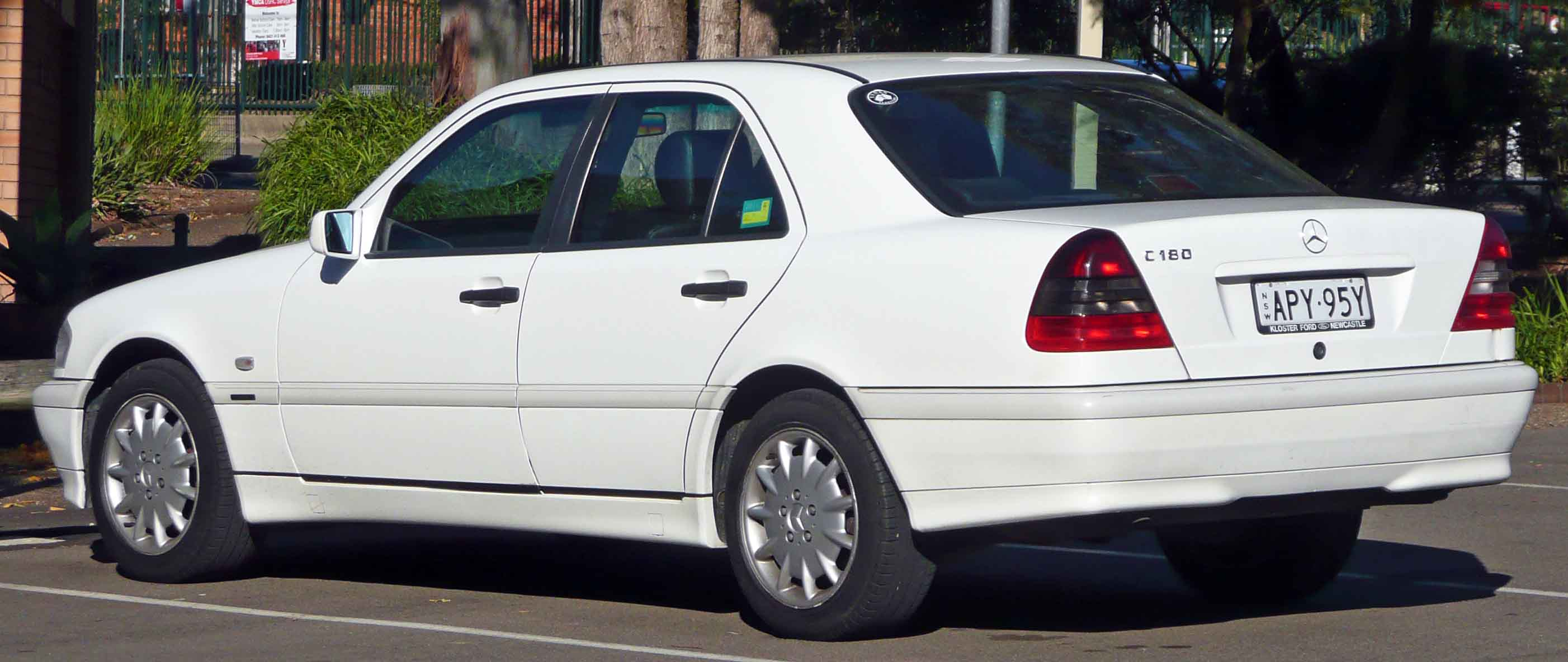 Mercedes-benz c180 photo - 3