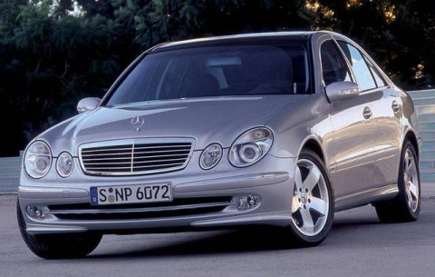 Mercedes-benz e200 photo - 2
