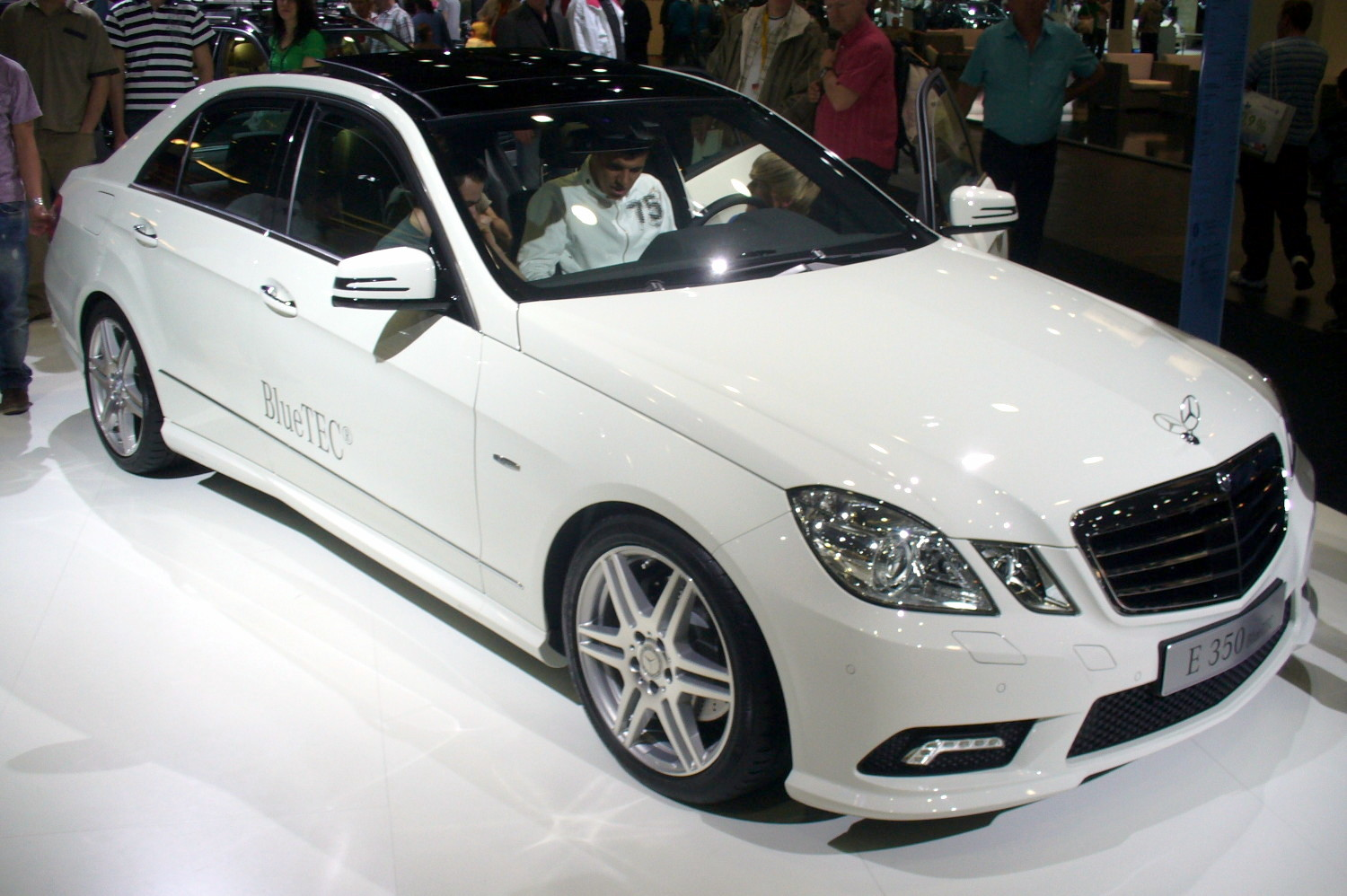 Mercedes-benz e350 photo - 4
