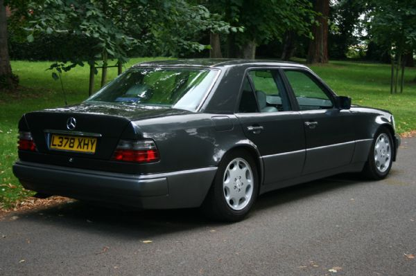 Mercedes-benz e500 photo - 1