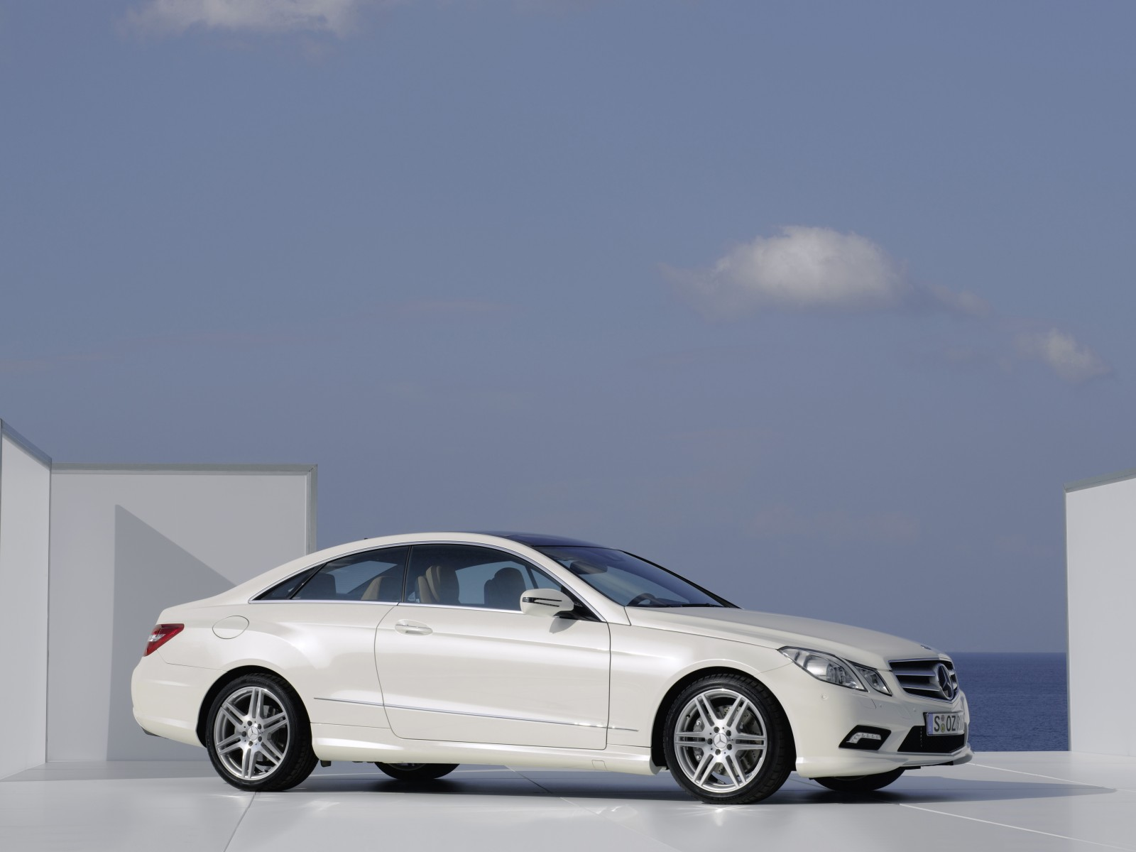 Mercedes-benz e500 photo - 3