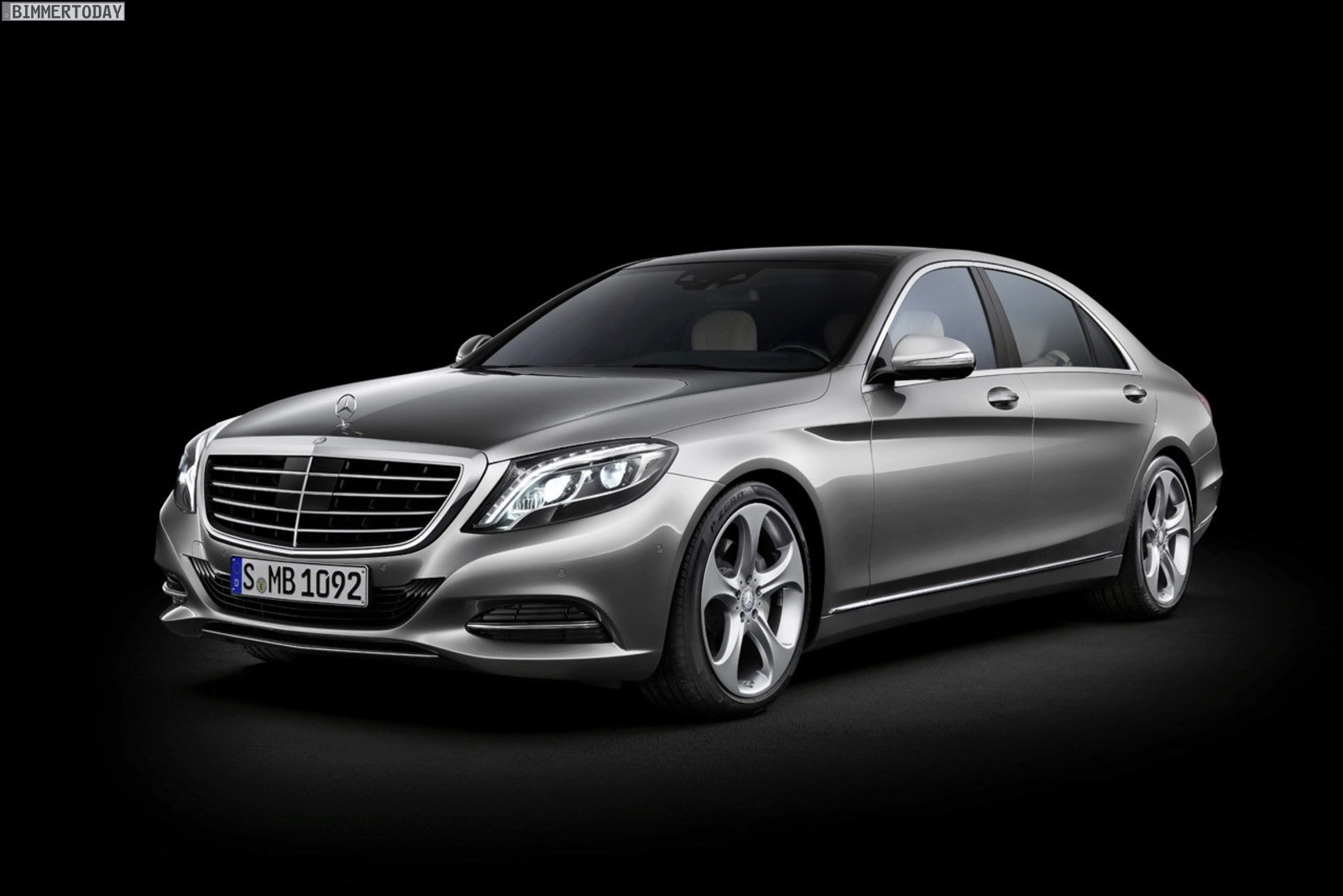 Mercedes-benz sedan photo - 2