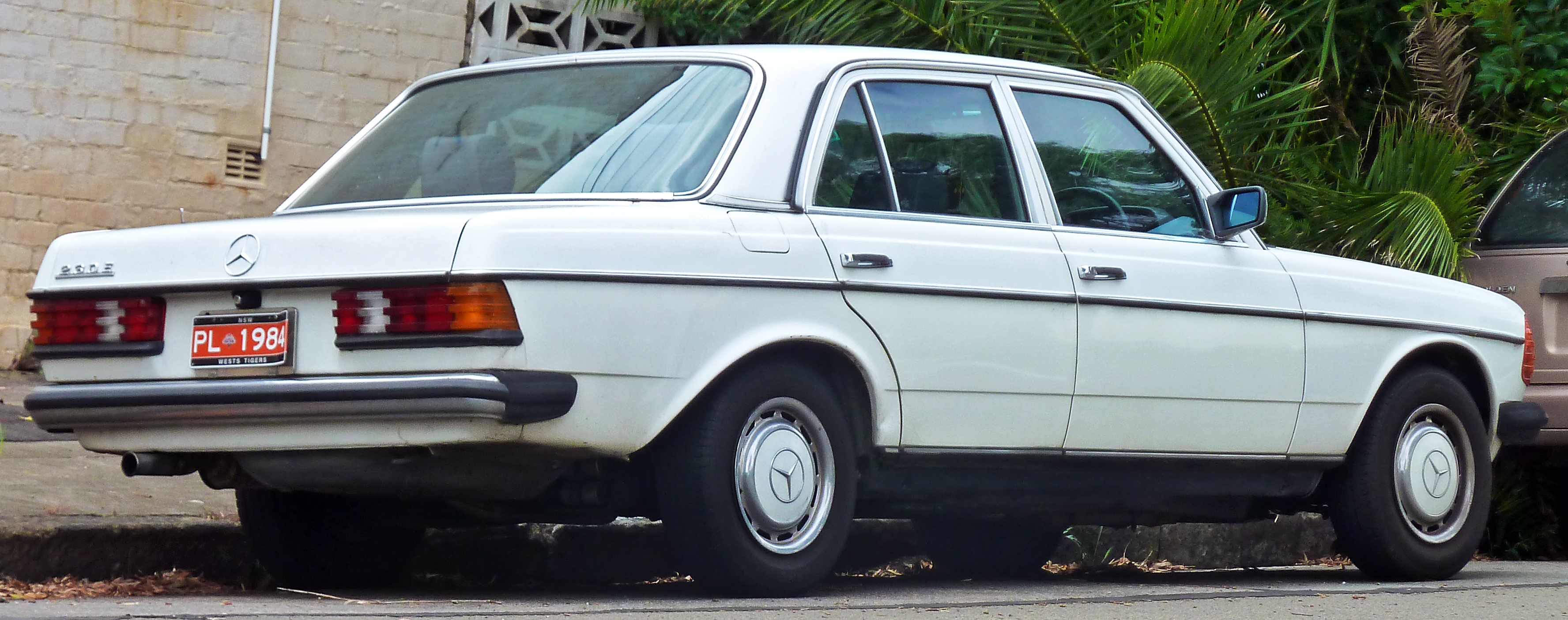 Mercedes-benz sedan photo - 4