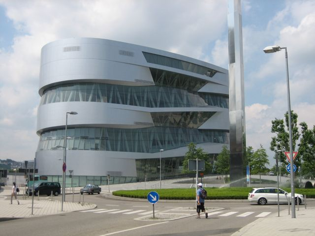 Mercedes-benz stuttgart photo - 3