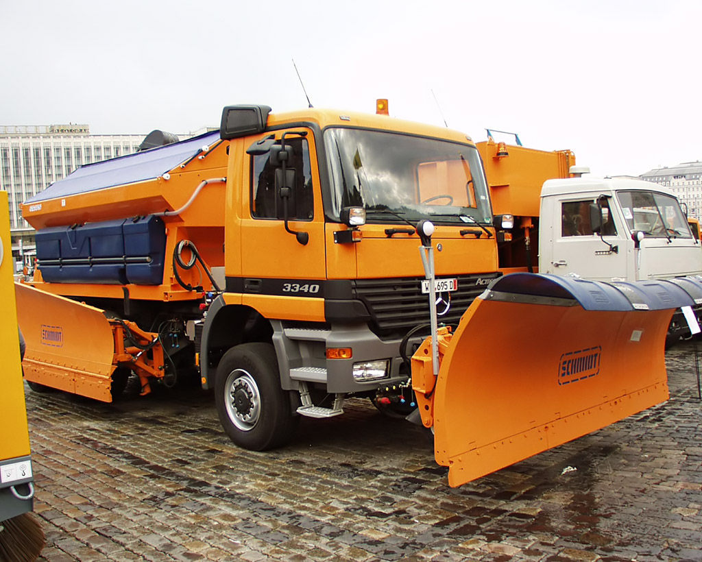 Mercedes-benz u5000 photo - 1