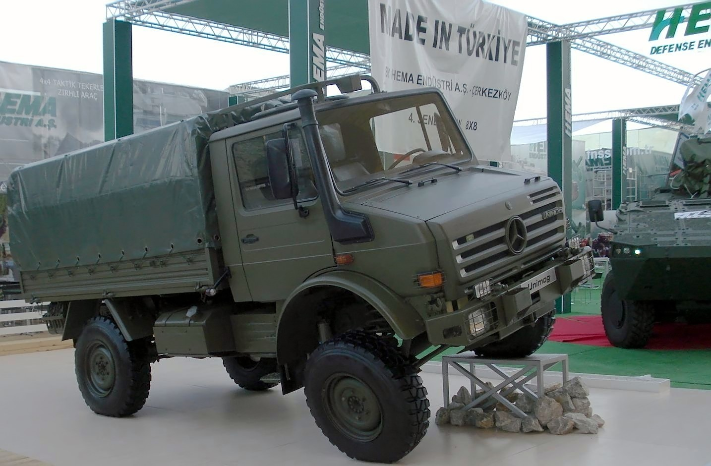 Mercedes-benz unimog photo - 2