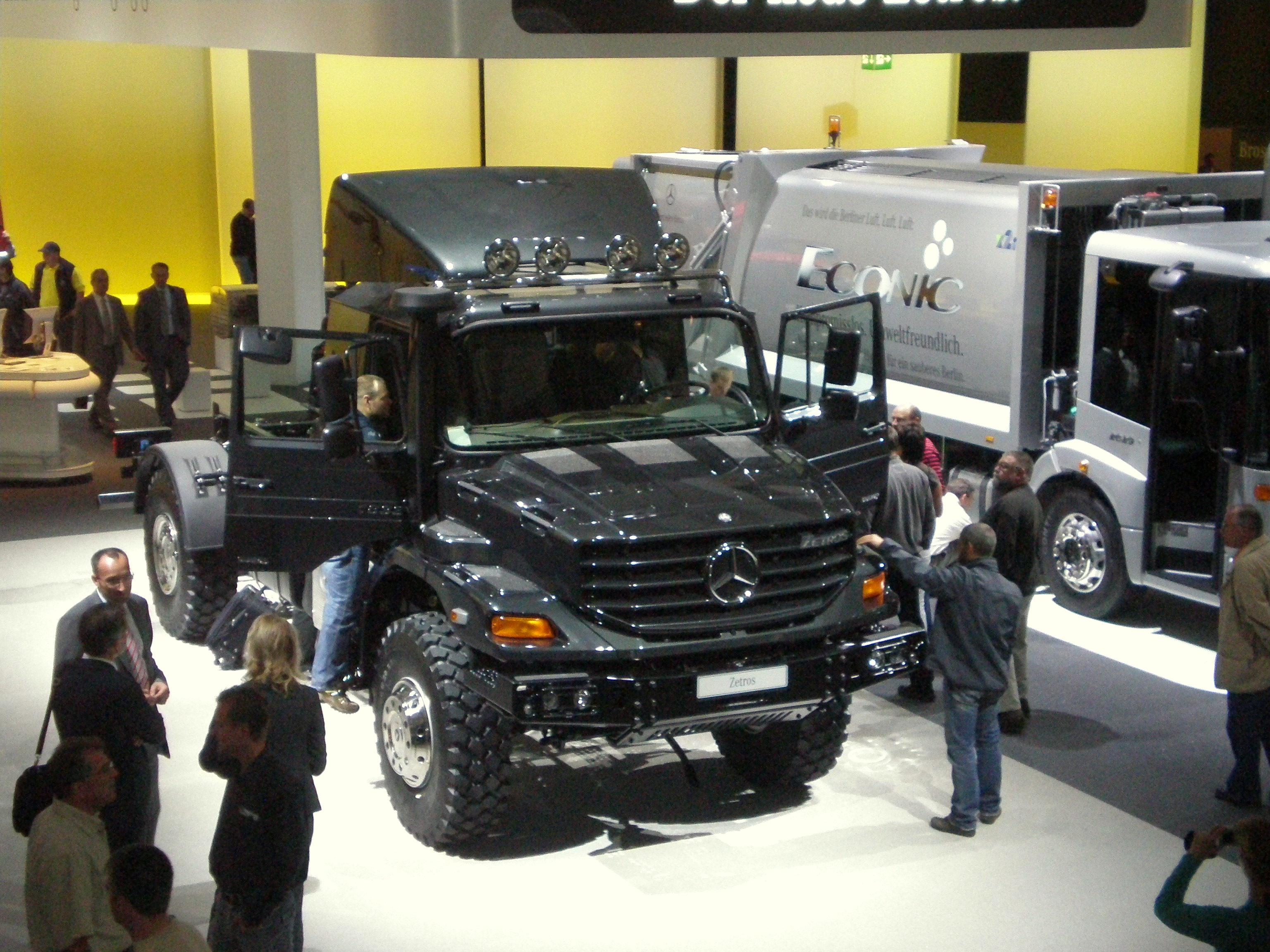 Mercedes-benz zetros photo - 2