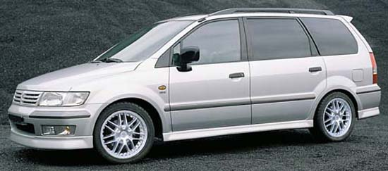Mitsubishi spacewagon photo - 1