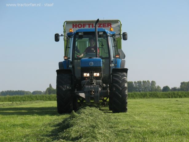 New holland 7840 photo - 1