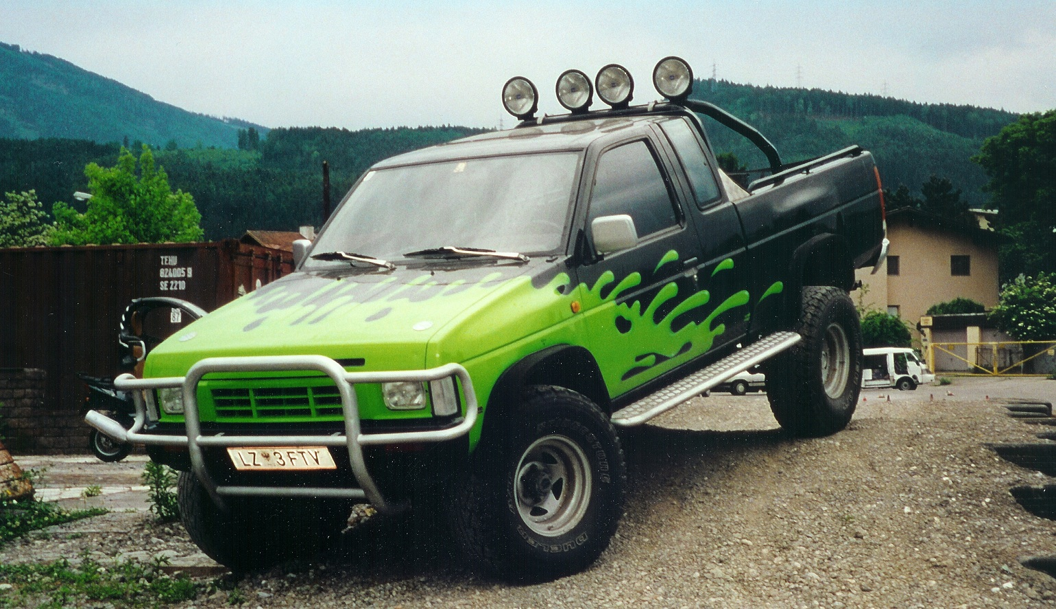 Nissan 4wd photo - 2
