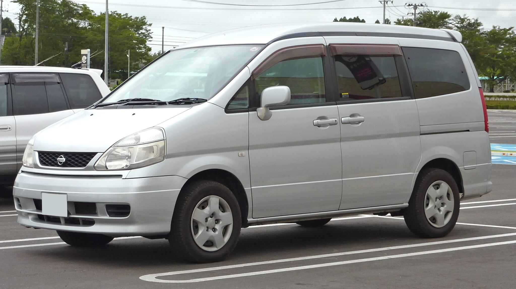 Nissan serena photo - 3