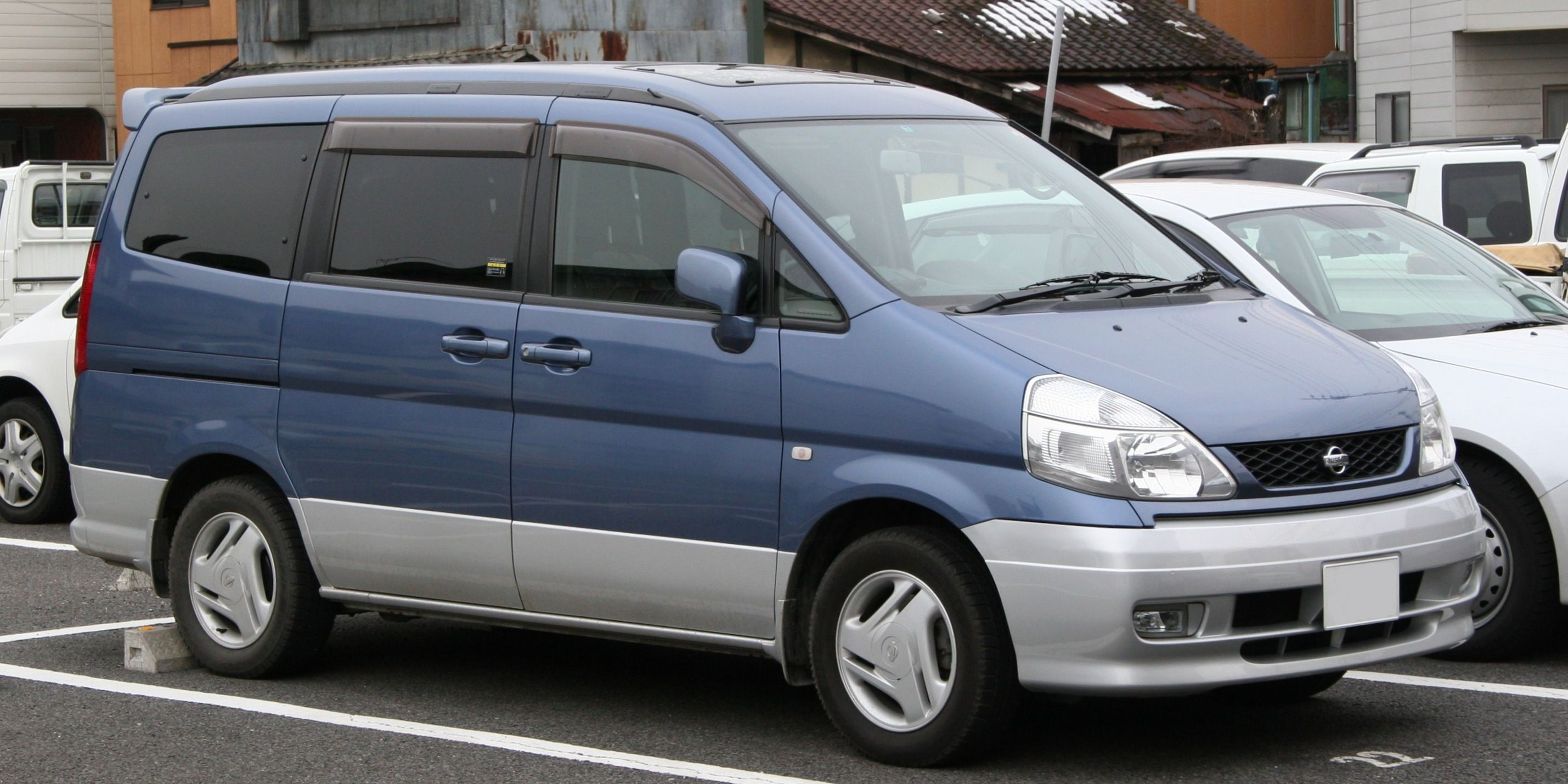 Nissan serena photo - 4