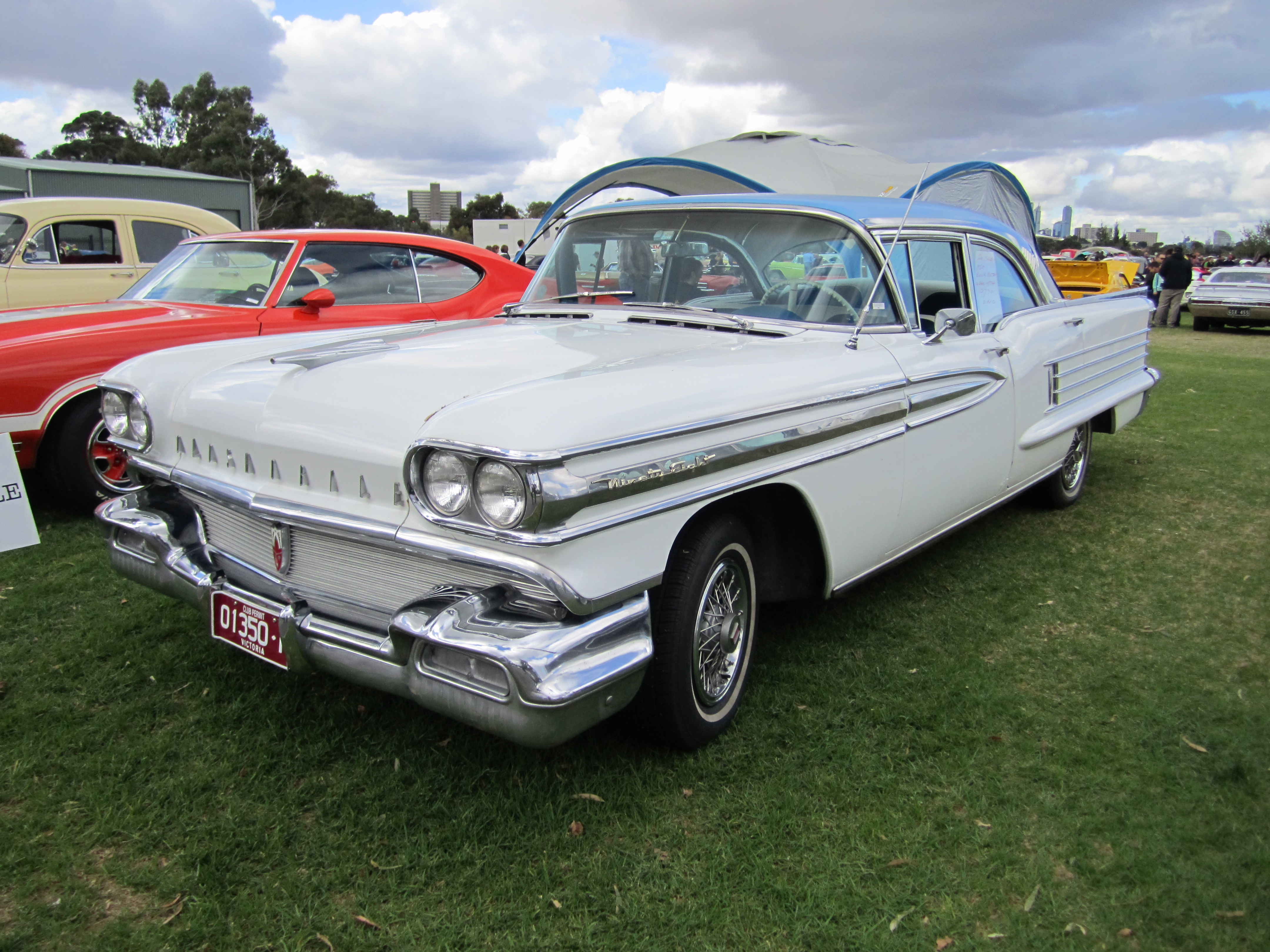 Oldsmobile 98 photo - 4