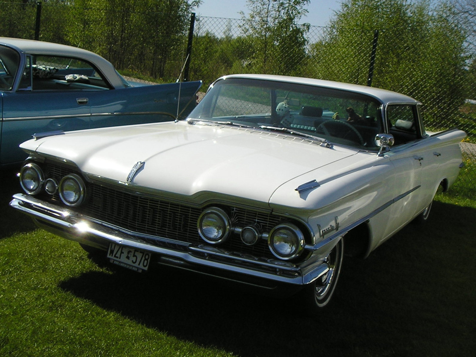 Oldsmobile dynamic photo - 2