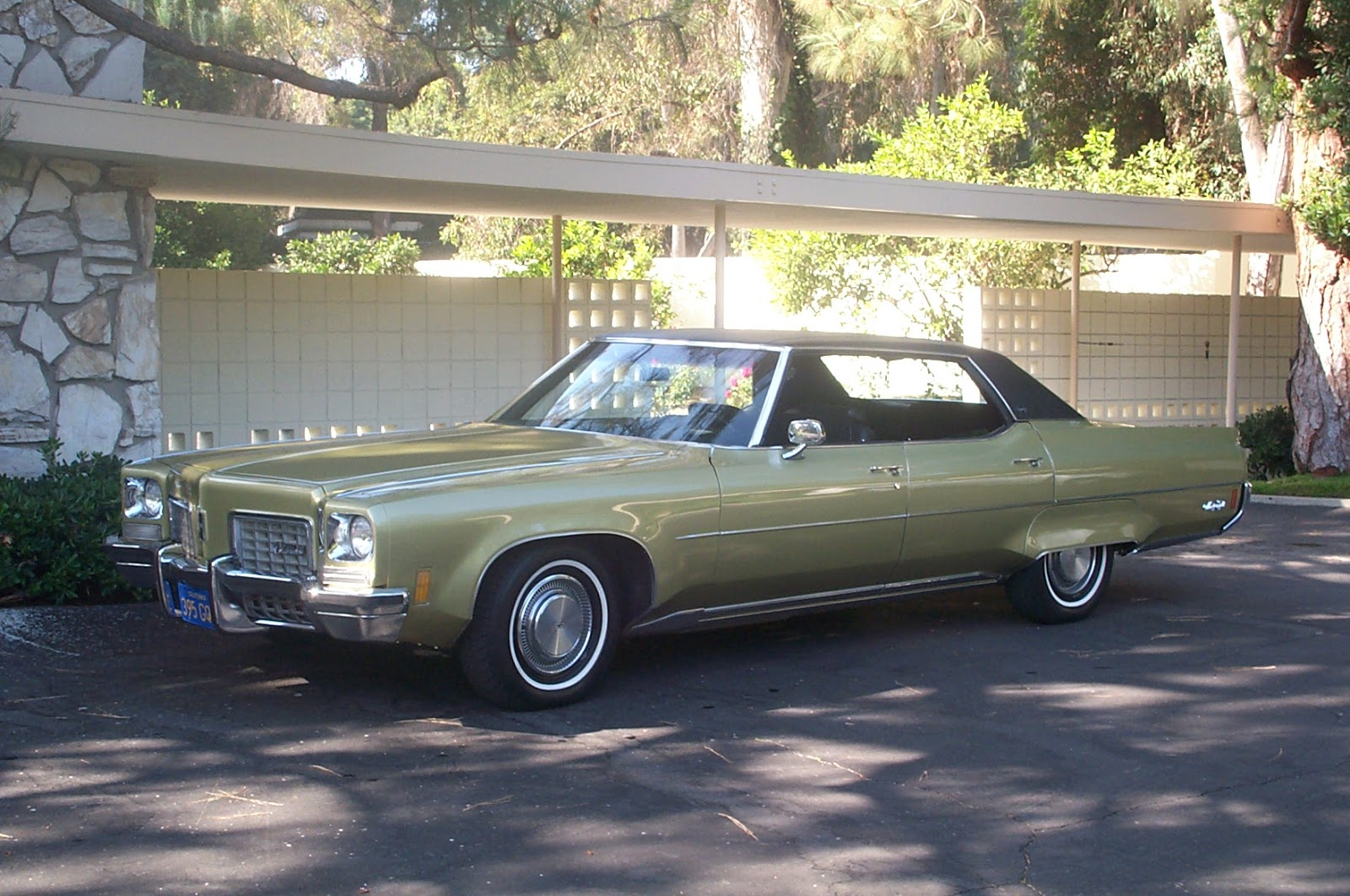 Oldsmobile ninety-eight photo - 1