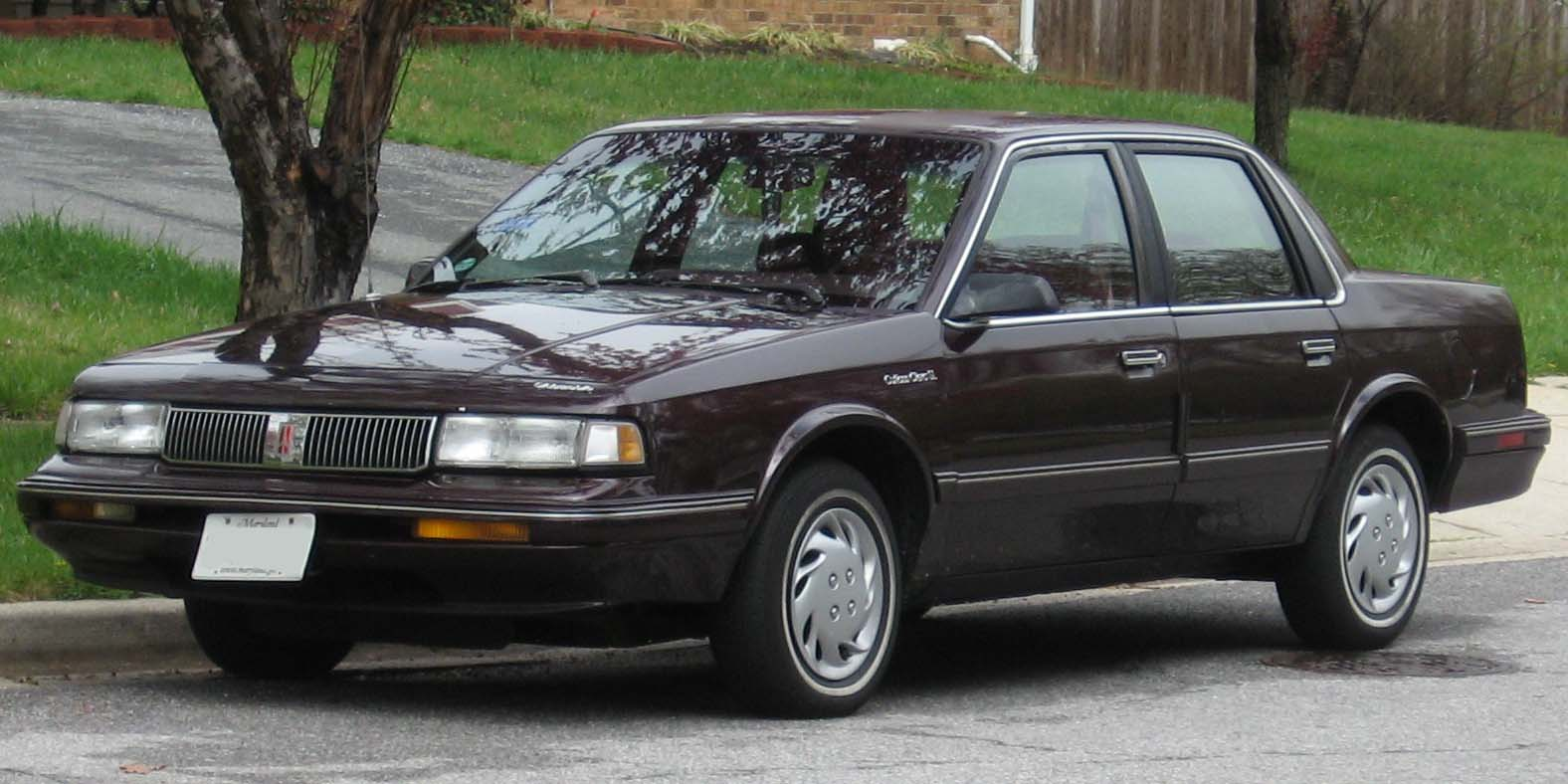 Oldsmobile sedan photo - 2