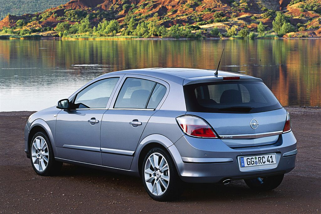 Opel astra photo - 2