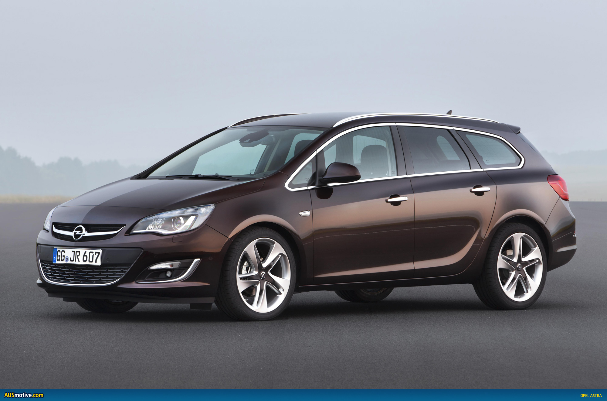 Opel tourer photo - 3