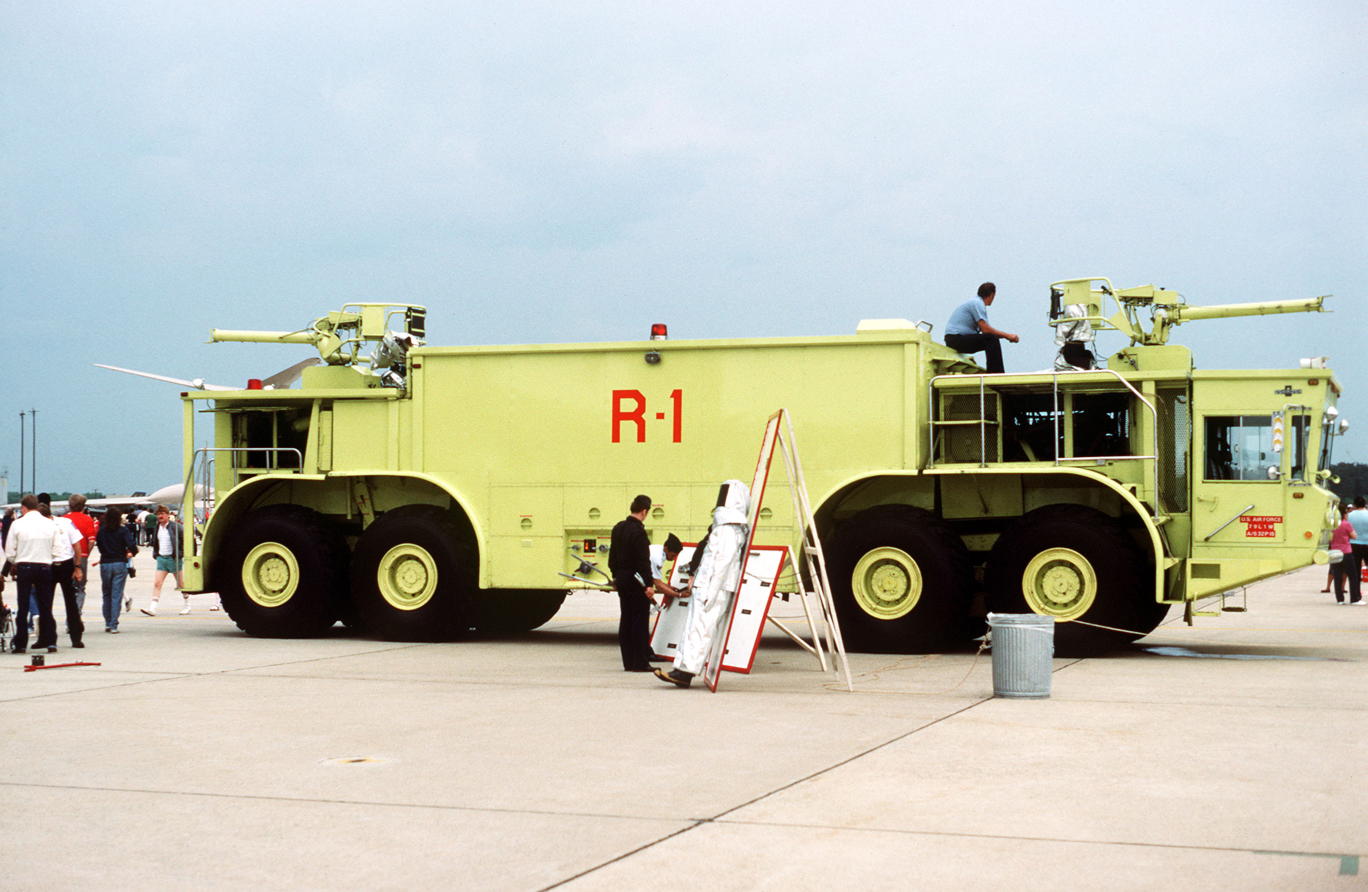 Oshkosh p-15 photo - 4