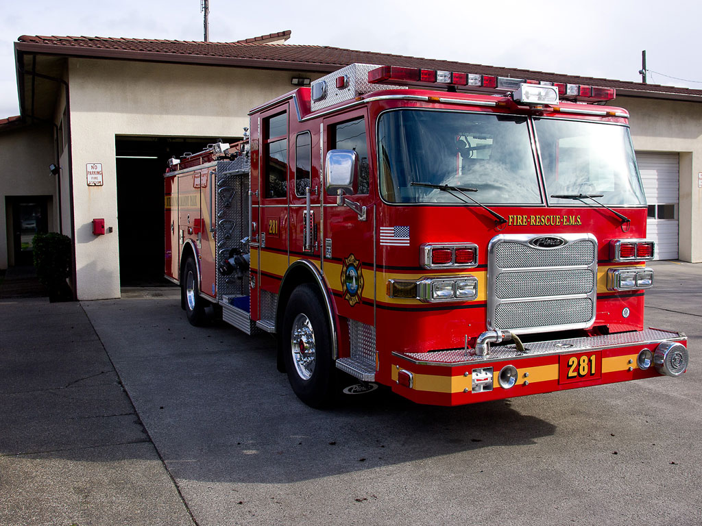 Pierce firetruck photo - 1