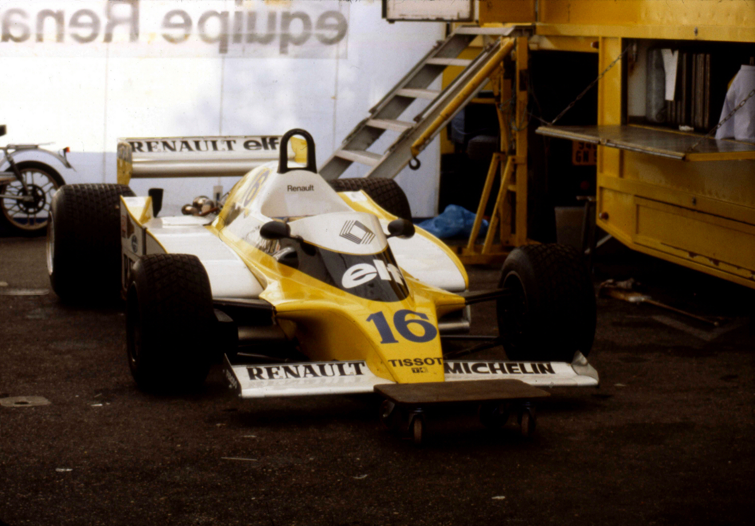 Renault rs10 photo - 1