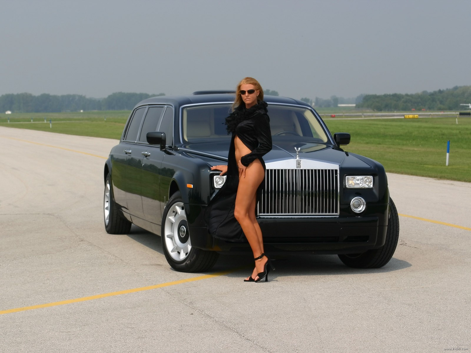 Rolls royce 10 photo - 1
