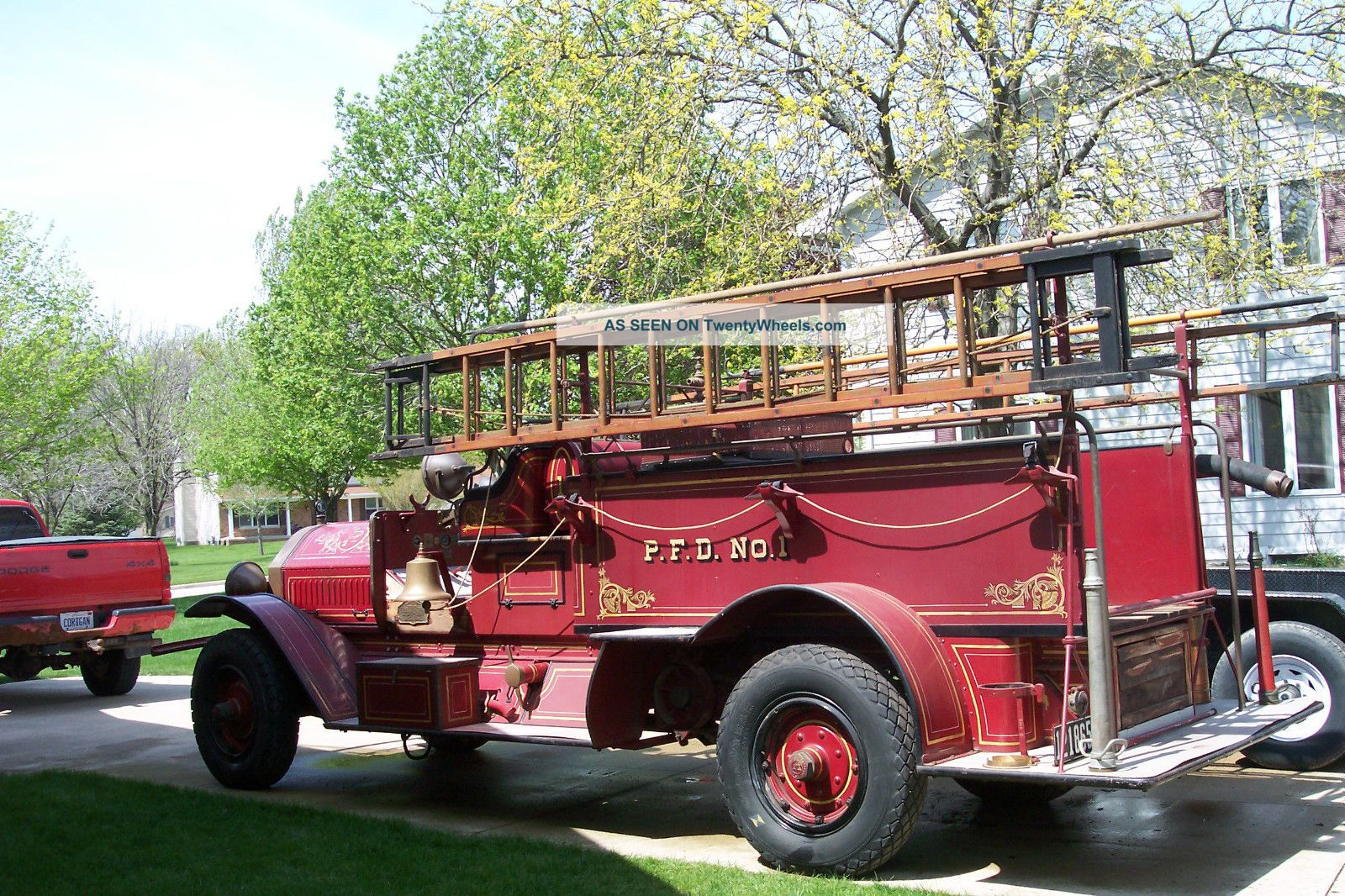 Seagrave pumper photo - 4