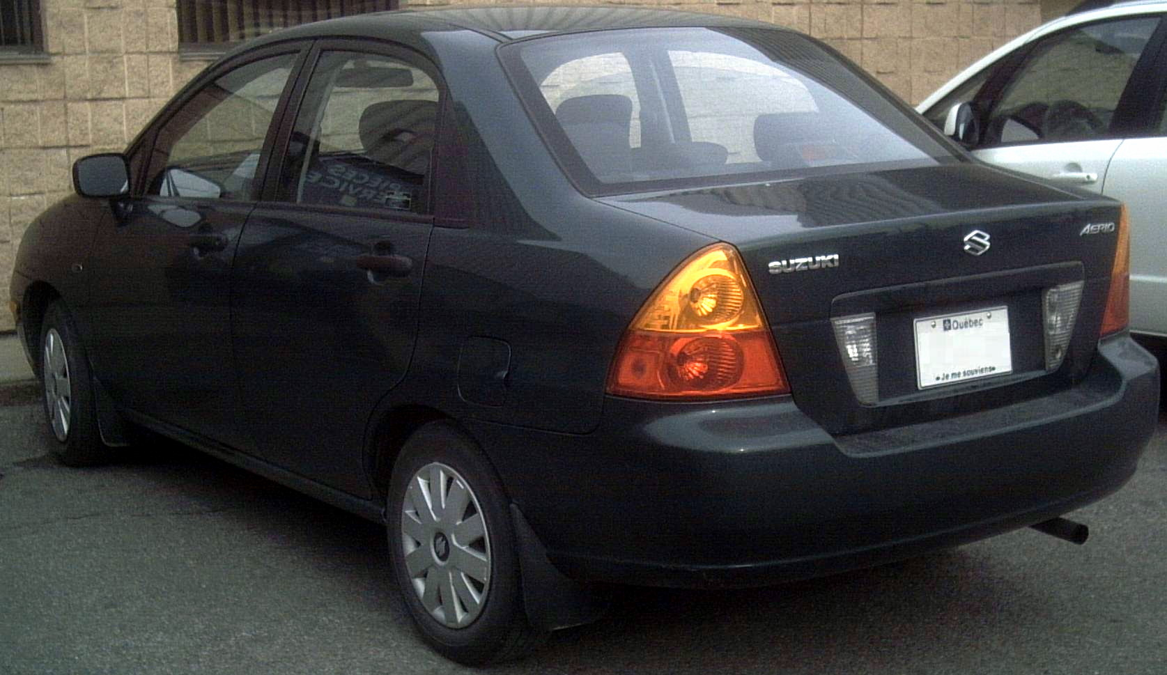 Suzuki aerio photo - 2