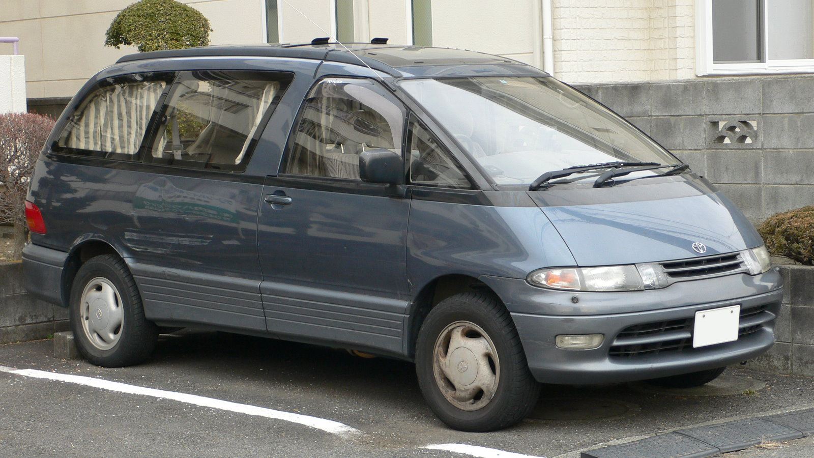 Toyota estima photo - 1