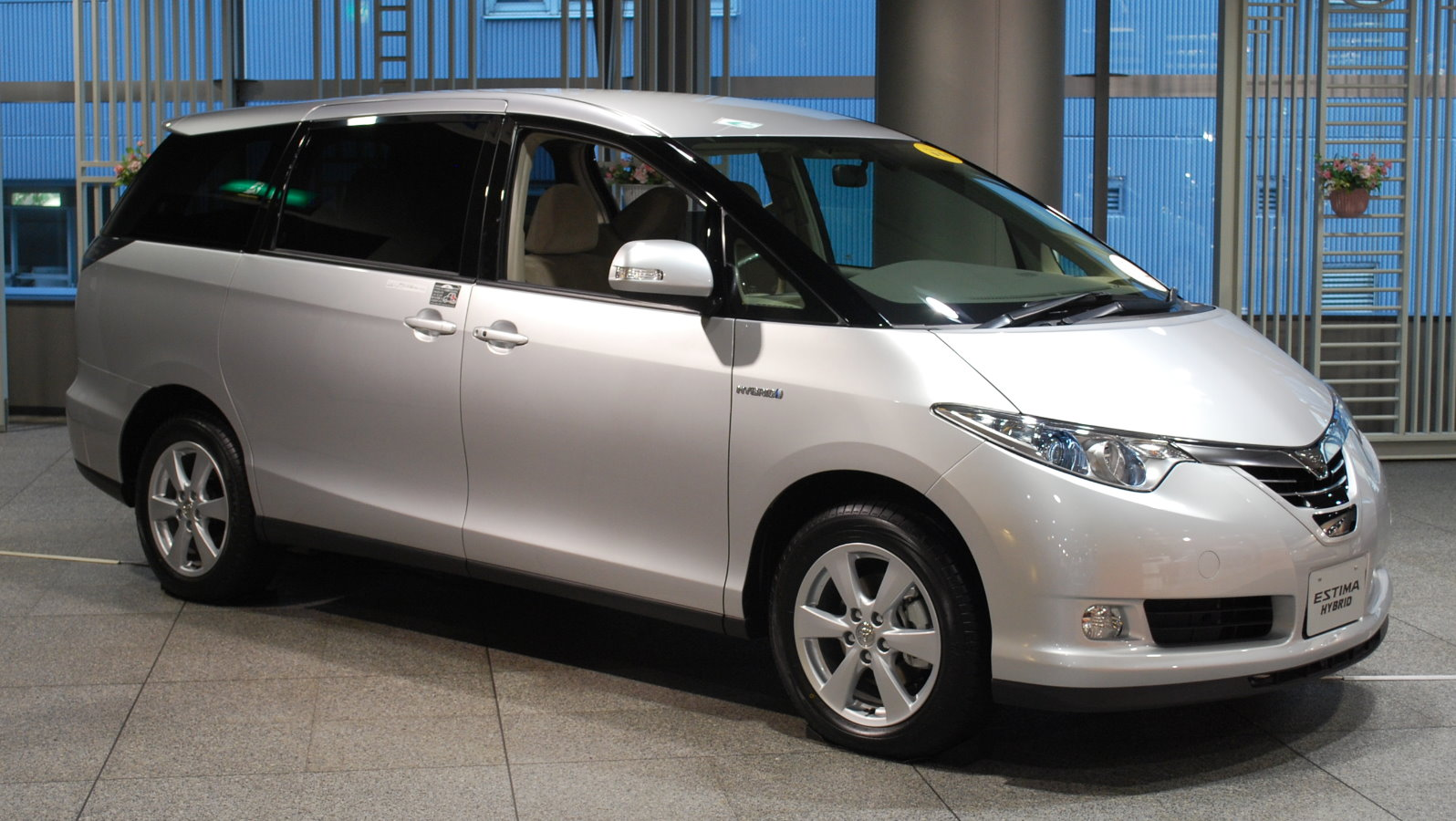 Toyota estima photo - 3
