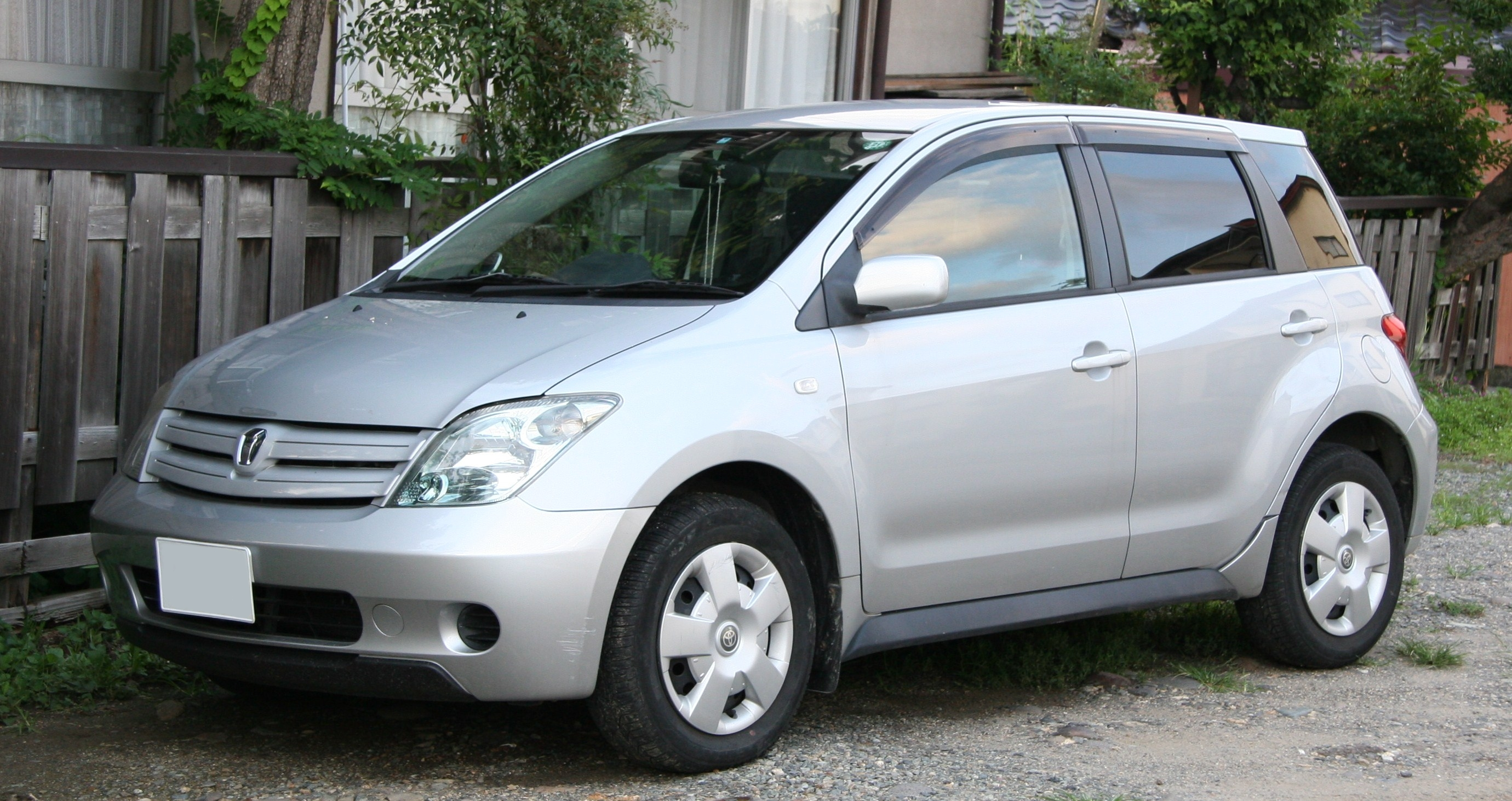 Toyota ist photo - 1