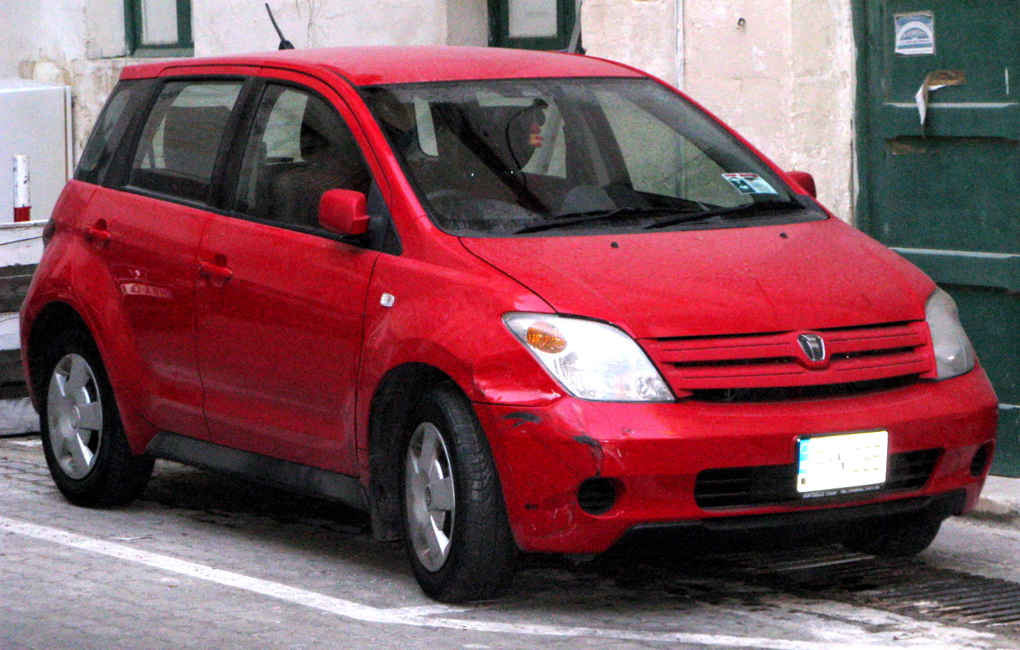 Toyota ist photo - 3