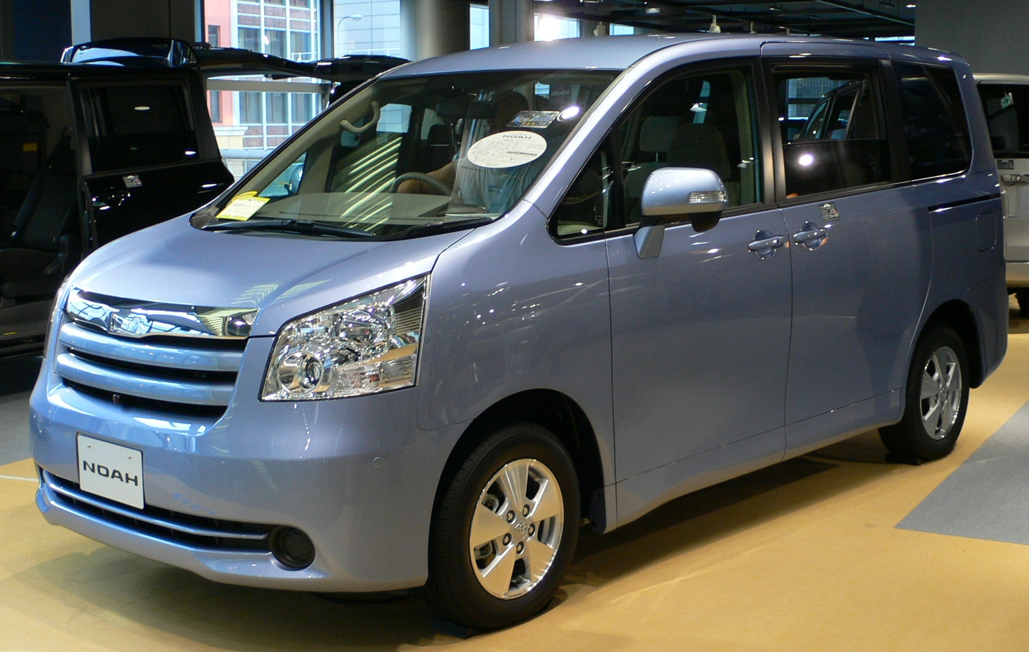 Toyota noah photo - 2