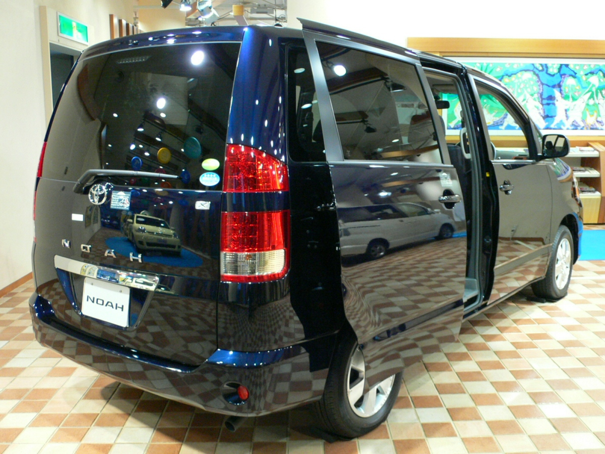 Toyota noah photo - 3